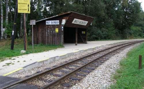 Chaty Malý Ratmírov - stanice vlaky
