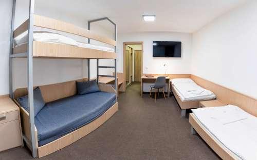 Třílůžkový standardní pokoj s možností dvou přistýlek