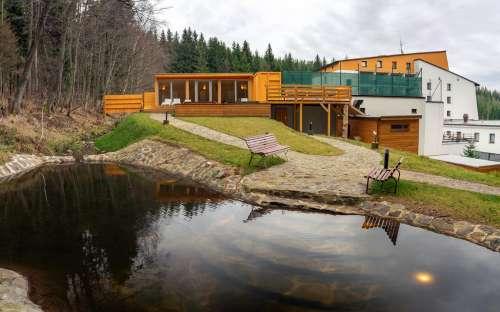 ホテルKamzíkのウェルネス施設、利用可能なコテージのゲスト