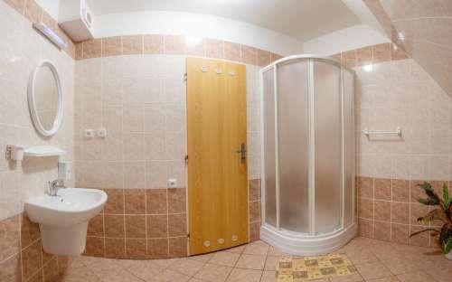 コテージの部屋へのバスルーム