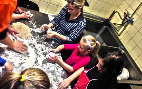 Jak jsme učili děti péct chléb