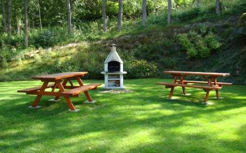 Sitzgelegenheiten im Freien zum Grillen