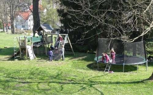 Dětské hřiště a trampolína