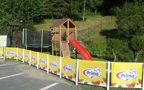 Lekeplass med trampolin