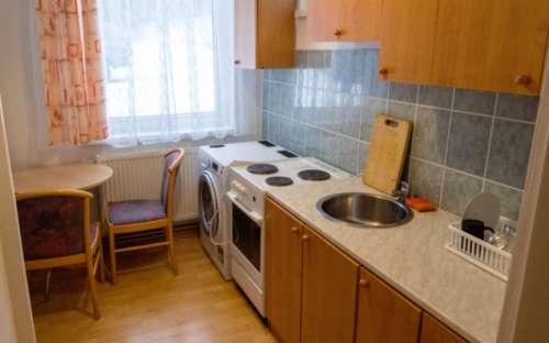 Kuchyň a jídelna v apartmánu
