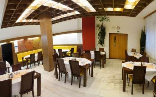 Jídelna v hotelu Kamzík