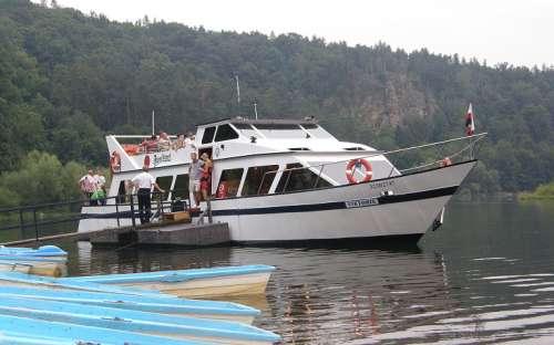 Kemp Bítov - plavby na lodi