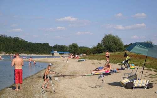 AutocampingVýr - ビーチ、入浴