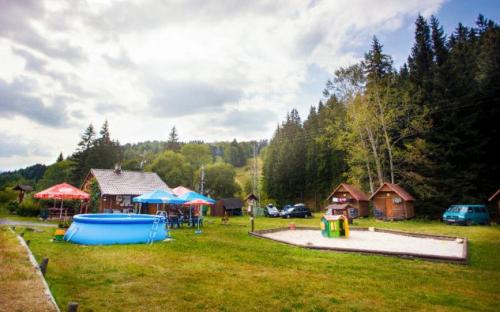 Kemp Železná Ruda - bazén a dětské hřiště