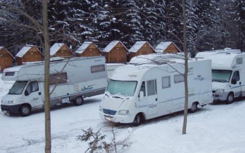 Kemp Železná Ruda - karavany v zimě