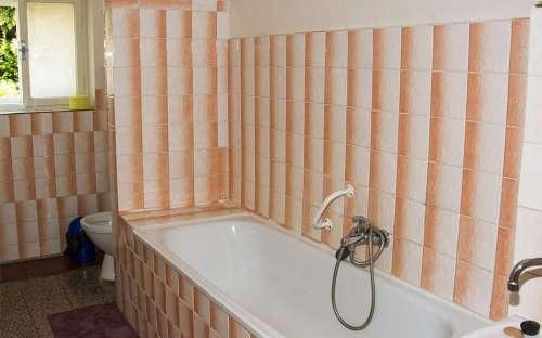 Koupelna v jednolůžkových pokojích
