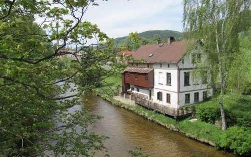 Chalet au bord de la rivière Kamenice