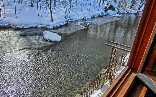 Vue de la rivière Kamenice depuis la chambre