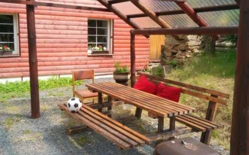Pergola in de tuin bij het huisje
