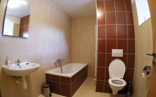 Standaard vierpersoonskamer - badkamer