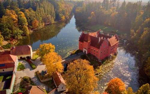 Cervena Lhota Schloss