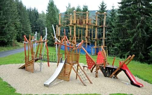 Spielplatz in der Nähe von Kamzík