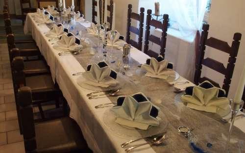 Ukázka svatebního obřadu, slavnostní tabule a rautu