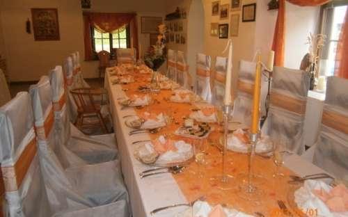 Svatby v penzionu - ukázka slavnostní tabule