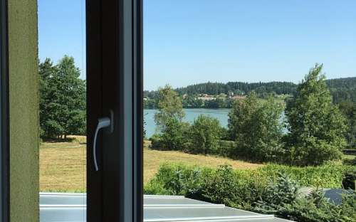 Blick von der Wohnung auf den Himalov-Teich