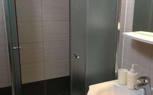 Dusche der Wohnung 2