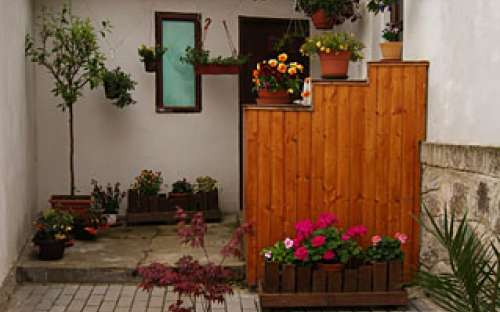 Uzavřená zahrada penzionu Jana