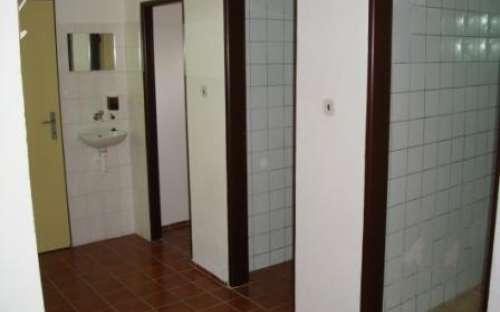 Sprchy v přízemí
