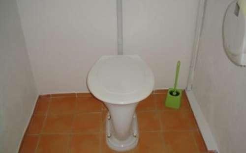 Záchody v mezipatře
