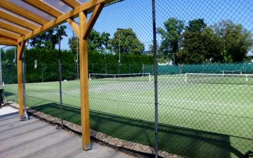 Możliwość gry w tenisa o 10 km w Hustopeče