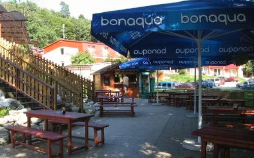Terras van restaurant in pension M