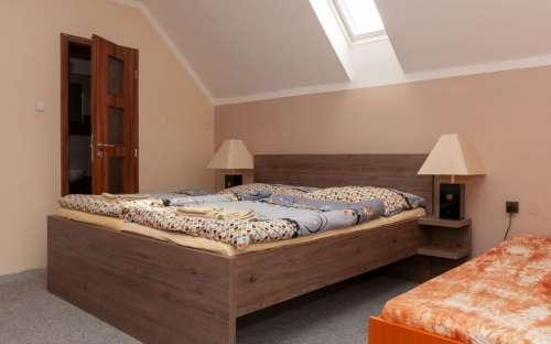 Zimmer 3 - Doppelbett mit Zustellbett