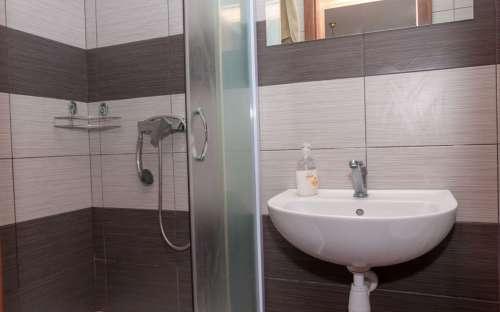 Zimmer Nr. 3 - Badezimmer mit Toilette