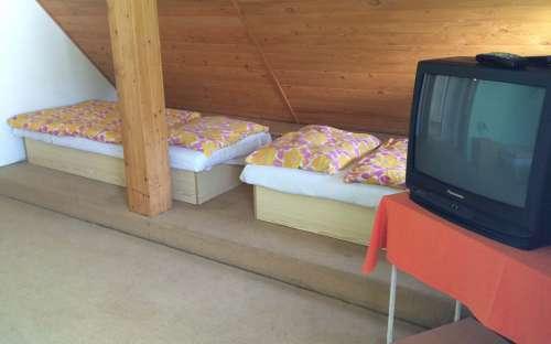 Pokoj pro 5 osob se sociálním zařízením na pokoji