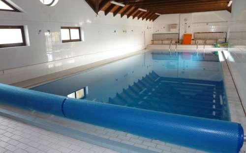 Krytý bazén se slanou vodou