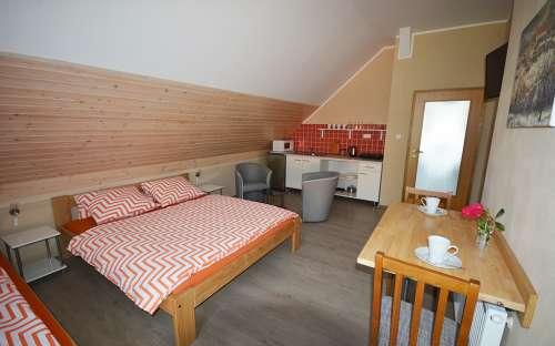 dobbeltrom med ekstra seng i 1. etasje