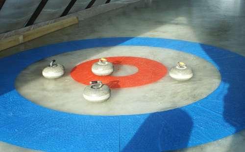 Curlingová dráha s přírodním ledem - pokud mrzne