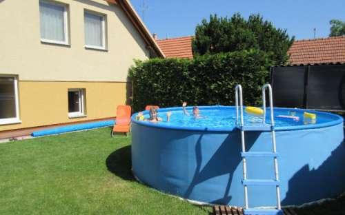 Komfortní ubytování na Jižní Moravě se stravováním a letním bazénem.