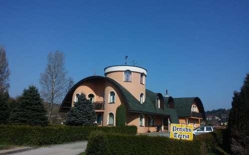 アパート付きの豪華なペンション、ナーホト、フラデツクラーロヴェ地方