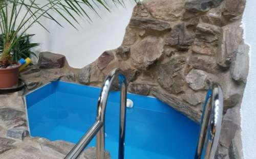 Ochlazovací bazének u sauny
