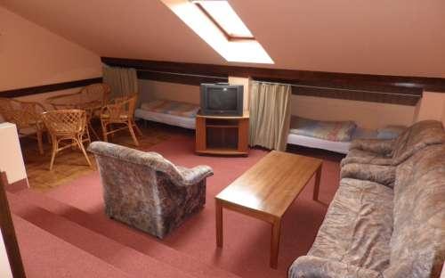 Apartmán v podkroví vlevo