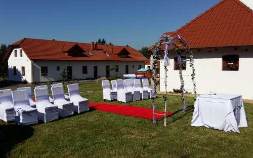 Venkovní svatba v Penzionu U Farmáře