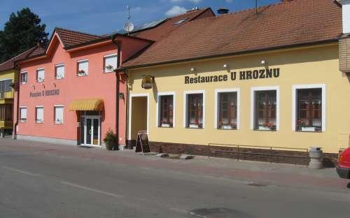 レストランとゲストハウスU Hrozna、VelkéBílovice南モラビア