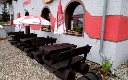 Venkovní posezení restaurace