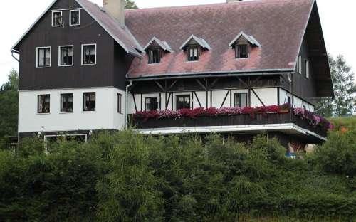 Penzion U Jany - pohled od rybníka