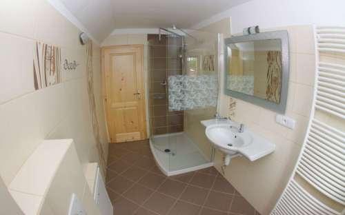 Sechsbettzimmer: Badezimmer