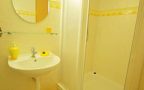 Penzion Žuhansta - Žlutý pokoj, koupelna