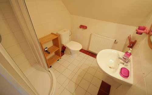 Penzion Žuhansta - Červený pokoj, koupelna