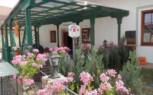 Maison d'hôtes élégante et restaurant près de Beroun