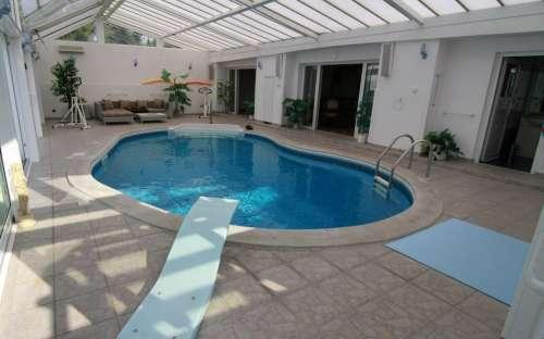 Indendørs swimmingpool i gæstehuset
