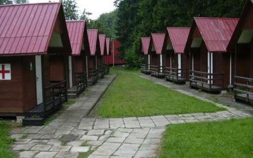 Kemp a středisko Královec - vybavené chatky